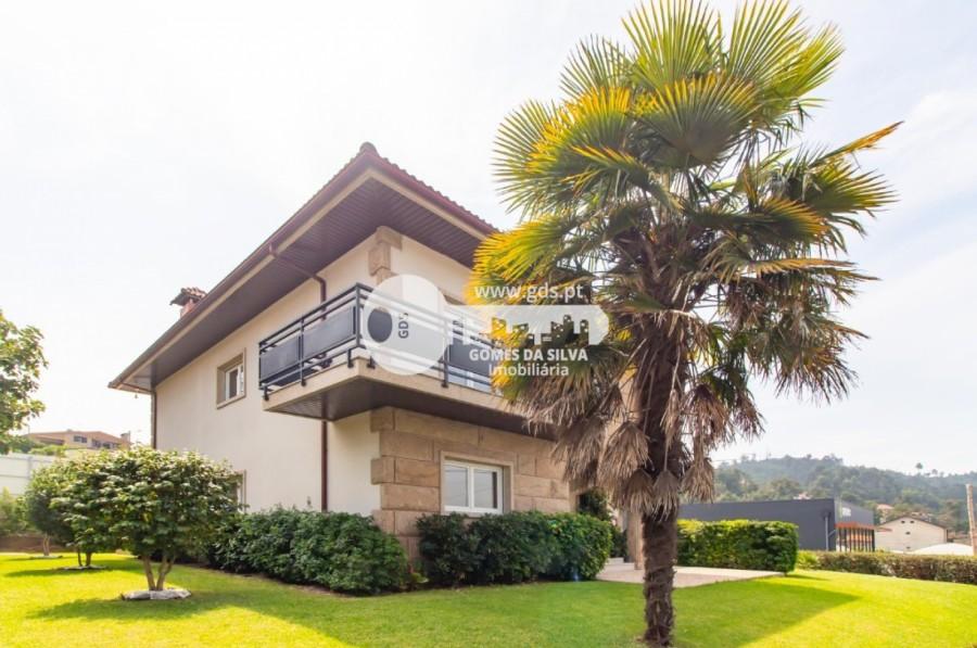 Moradia T5+ para Venda em Fonte Arcada e Oliveira, Póvoa de Lanhoso, Braga